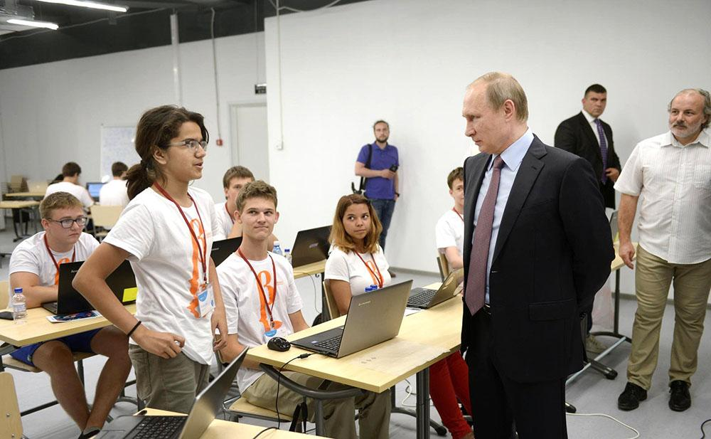 """Президент посетил образовательный центр """"Сириус"""" в Сочи"""